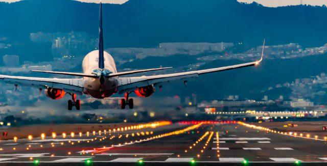 飛行機頭痛を経験したことありますか?理由と対策